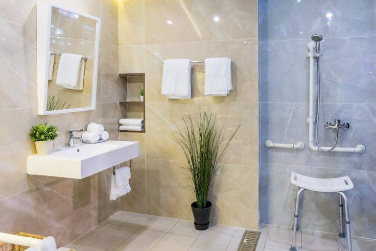 luxury hotel wet room with disabled accesses instalments